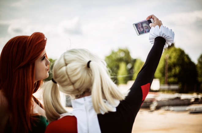 Harley Quinn Poison Ivy Batman The Animated Series Cosplay Selfie