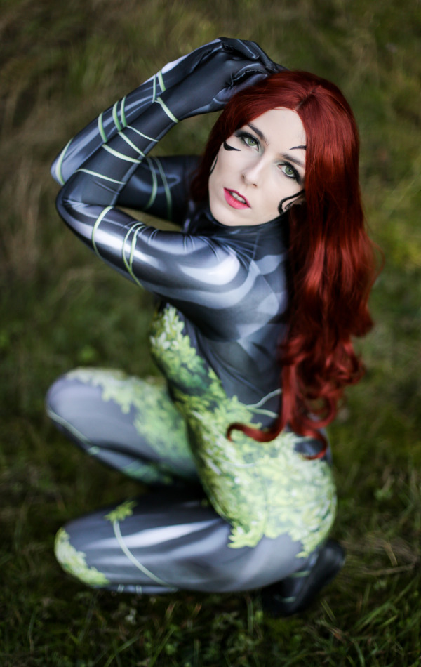 Poison Ivy New 52 DC Comics Cosplay Costume Posing