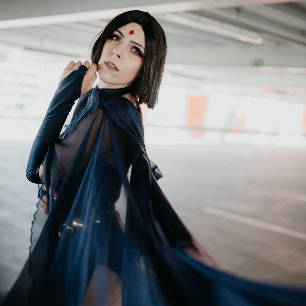 Raven Cosplay New Earth SajaLyn