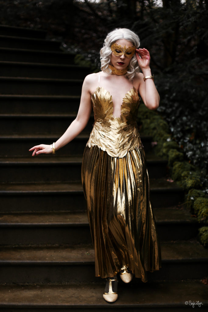 SajaLyn sabrina spellman gold dress chilling adventures of season 2 cosplay kostüm Kiernan Shipka Masquerade
