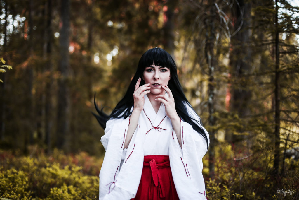 SajaLyn Cosplay Kikyo Kikyou InuYasha Priestess Priesterin Shrein Rumiko Takahashi